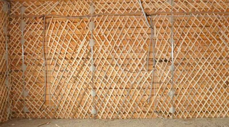 выравнивание деревянных стен с помощью штукатурки