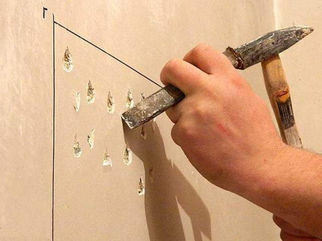 создание насечек на бетонной стене