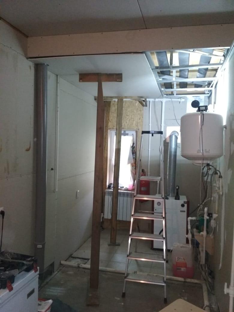 самодельные прсипособления для крепления гипсокартона к потолку в одиночку